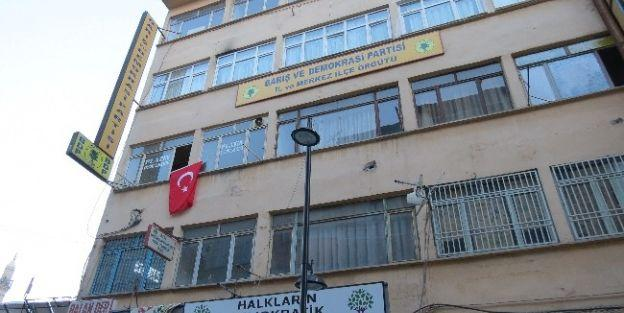 Bdp'nin Bulunduğu Binaya Türk Bayrağı Asıldı