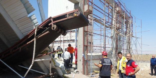 Fabrika İnşaatı Çöktü: 2 Yaralı